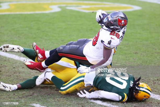 Leonard Fournette of the Tampa Bay Buccaneers scores a touchdown in the second quarter against the Green Bay Packers during the NFC Championship game...