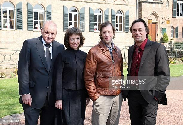 "Leonard Lansink, Eva Kryll, Oliver Korittke, Peter Benedict , 25. Jubiläums-Folge, ZDF-Krimi-Reihe ""Wilsberg"", Folge 25 ""Das Jubiläum"", ""Burg..."