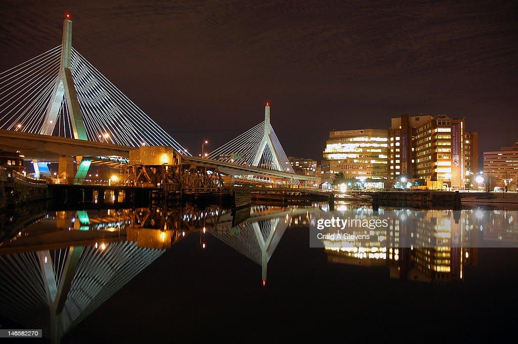 - Leonard P. Zakim Bunker Hill Bridge : Stock Photo