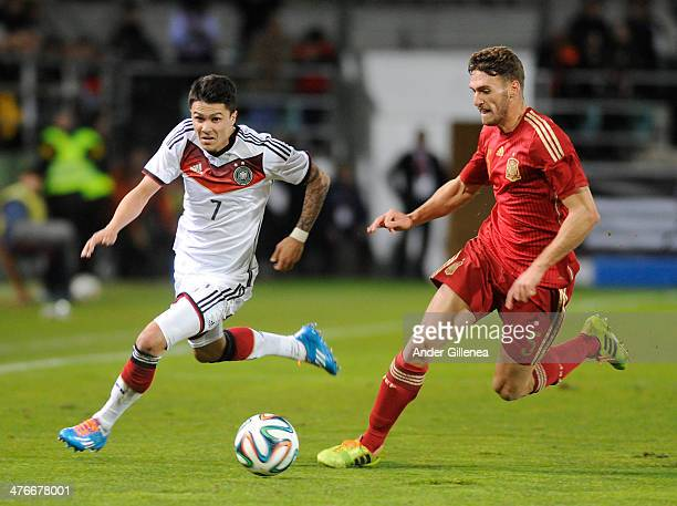 Leonardo Bittencourt of Germany battles with Sergi Gomez of Spain during an U21 international friendly match between Spain and Germany on March 4...