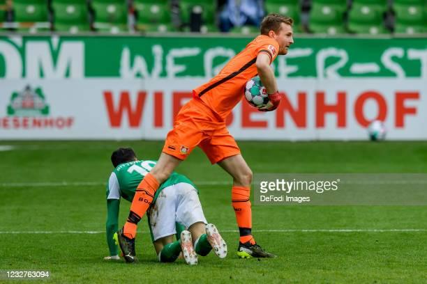 Leonardo Bittencourt of SV Werder Bremen and goalkeeper Lukas Hradecky of Bayer 04 Leverkusen battle for the ball during the Bundesliga match between...