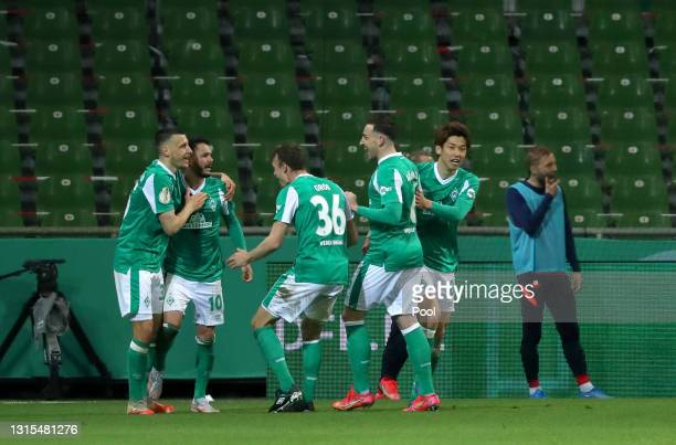 Leonardo Bittencourt of Werder Bremen celebrates with his team mates after scoring his team's first goal during the DFB Cup semi final match between...