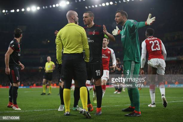 Leonardo Bonucci and Gianluigi Donnarumma of AC Milan appeal to the additional assistant referee Stefan Johannesson after a penalty is awarded during...