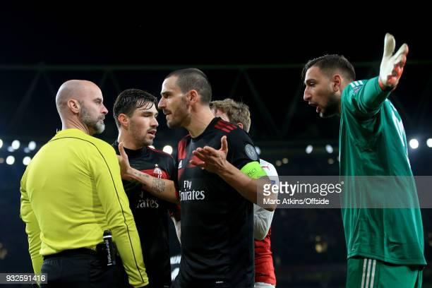 Leonardo Bonucci and Gianluigi Donnarumma of AC Milan confront the extra official as he awards a penalty to Arsenal during the UEFA Europa League...