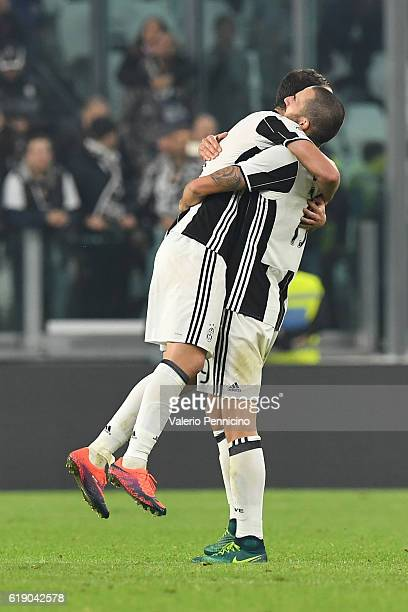 Leonardo Bonucci and Gonzalo Higuain of Juventus FC celebrate victory at the end of the Serie A match between Juventus FC and SSC Napoli at Juventus...