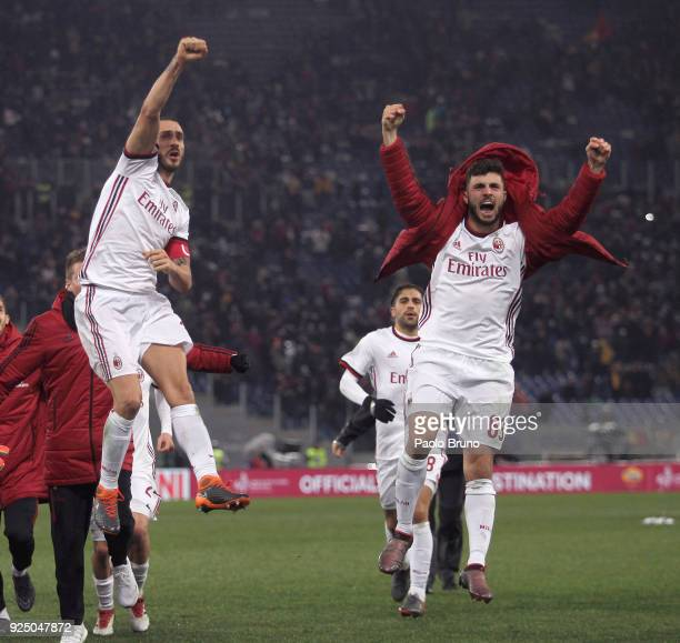 Leonardo Bonucci and Patrick Cutrone with their teammates of AC Milan celebrate the victory after the serie A match between AS Roma and AC Milan at...