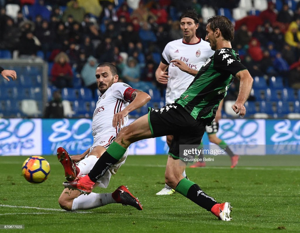 Leonardo Bonucci of AC Milan and Simone Missiroli of US Sassuolo in action during the Serie A match between US Sassuolo and AC Milan at Mapei Stadium - Citta' del Tricolore on November 5, 2017 in Reggio nell'Emilia, Italy.