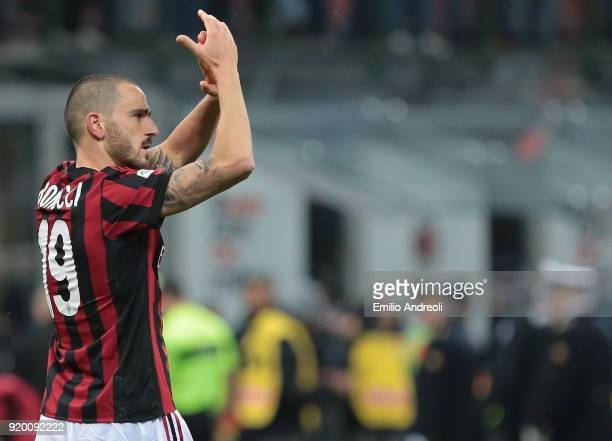 Leonardo Bonucci of AC Milan celebrates the victory at the end of the serie A match between AC Milan and UC Sampdoria at Stadio Giuseppe Meazza on...