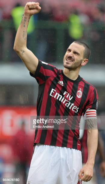 Leonardo Bonucci of AC Milan celebrates the victory at the end of the serie A match between AC Milan and AC Chievo Verona at Stadio Giuseppe Meazza...