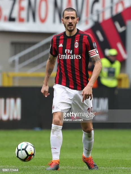 Leonardo Bonucci of AC Milan controls the ball during the serie A match between AC Milan and AC Chievo Verona at Stadio Giuseppe Meazza on March 18...