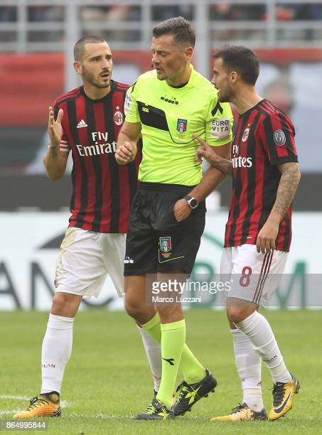 Leonardo Bonucci of AC Milan disputes with Referee Piero Giacomelli after advice from the VAR during the Serie A match between AC Milan and Genoa CFC...