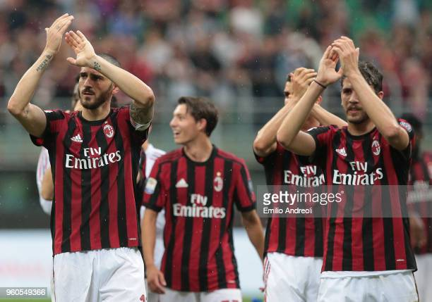 Leonardo Bonucci of AC Milan greets the fans at the end of the serie A match between AC Milan and ACF Fiorentina at Stadio Giuseppe Meazza on May 20...