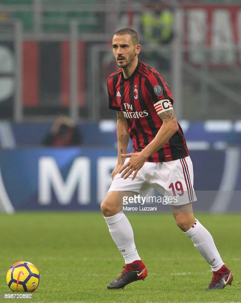 Leonardo Bonucci of AC Milan in action during the serie A match between AC Milan and Atalanta BC at Stadio Giuseppe Meazza on December 23 2017 in...