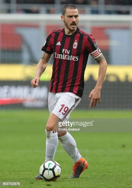 Leonardo Bonucci of AC Milan in action during the serie A match between AC Milan and AC Chievo Verona at Stadio Giuseppe Meazza on March 18 2018 in...