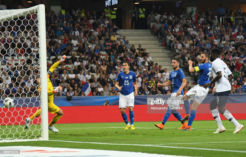 Leonardo Bonucci of Italy scores the 2-1 goal during the International Friendly match between France and Italy at Allianz Riviera Stadium on June 1, 2018 in Nice, France.
