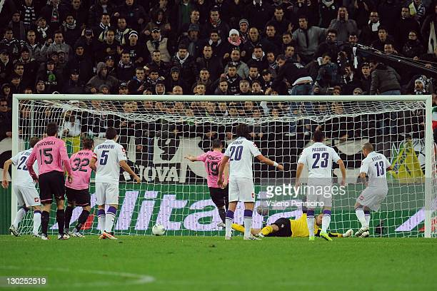 Leonardo Bonucci of Juventus FC scores the opening goal during the Serie A match between Juventus FC and ACF Fiorentina on October 25, 2011 in Turin,...