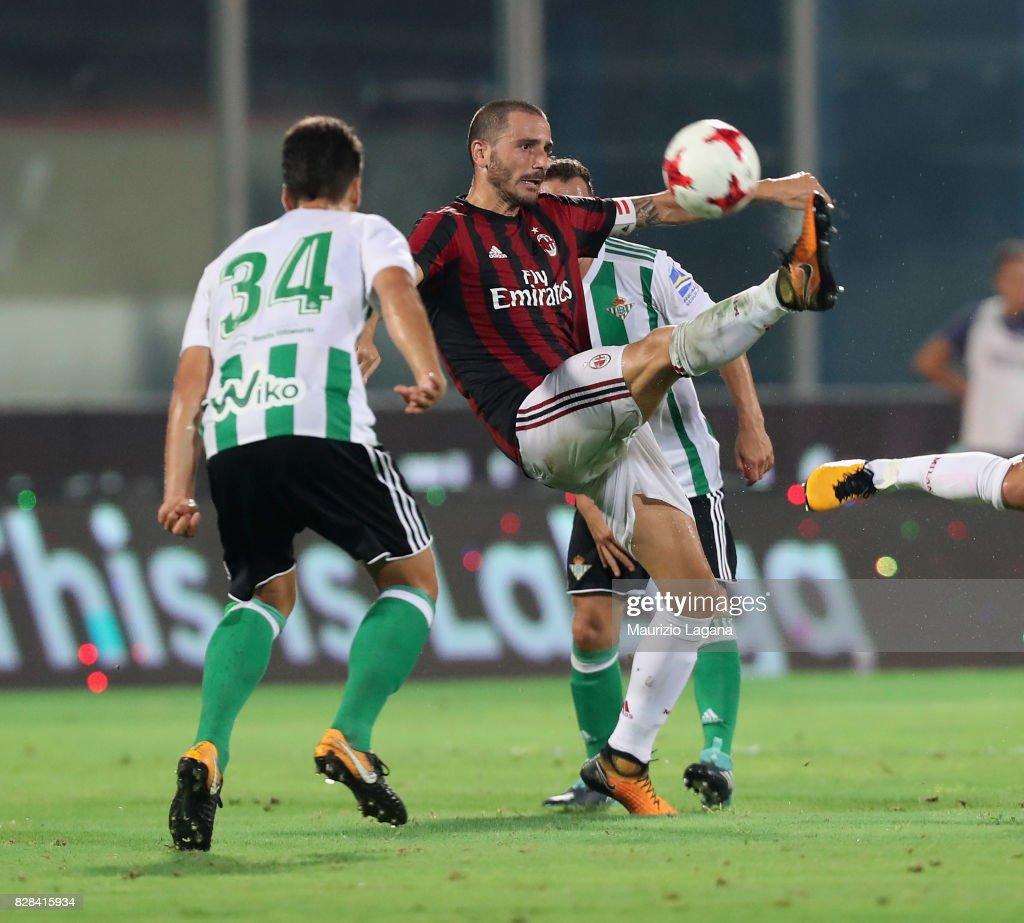 AC Milan v Real Betis Balompè - Pre-Season Friendly : News Photo