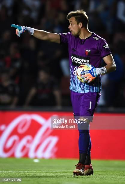 Leonardo Burian of Colon gestures during a match between Colon and River Plate as part of Superliga 2018/19 at Estadio Brigadier General Estanislao...