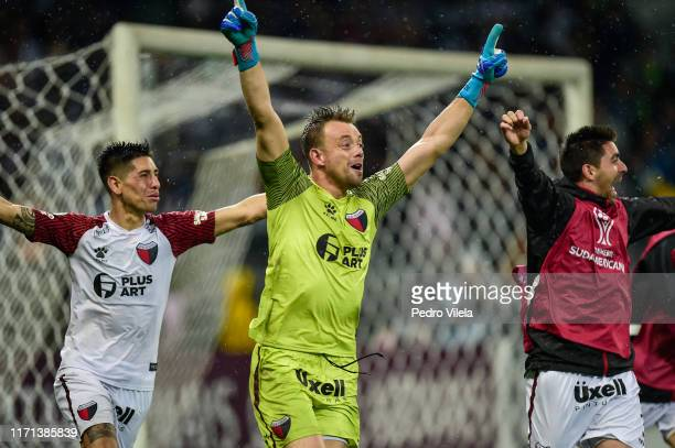 Leonardo Burián of Colon celebrates the qualification to the final during a penalty shootout after a match between Atletico MG and Colon as part of...