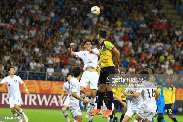Leonardo Campana of Ecuador competes for the ball with Oh Sehun of Korea Republic during the FIFA U20 World Cup Semi Final match between Ecuador and...