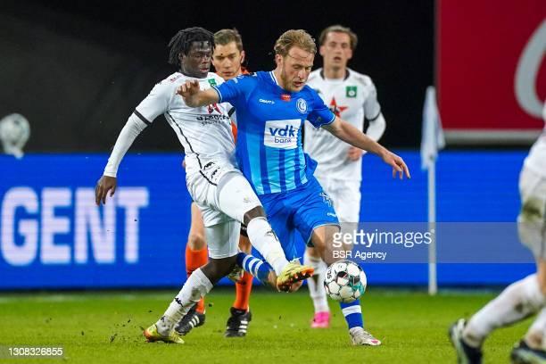 Leonardo da Silva Lopes of Cercle Brugge and Roman Bezus of KAA Gent during the Jupiler Pro League match between KAA Gent and Cercle Brugge at...