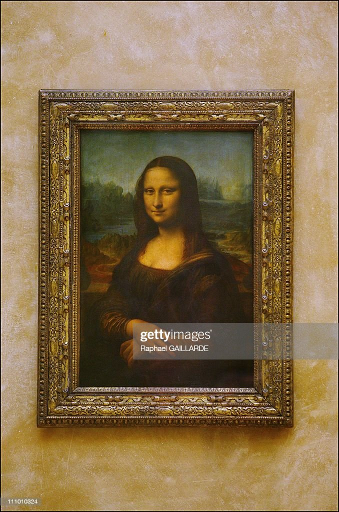 Mona Lisa relocated in the Louvre's Salle des Etats in Paris, France on April 06th, 2005. : News Photo