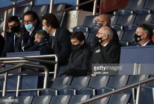 Leonardo De Araujo of Paris SaintGermain reacts during the UEFA Champions League Group H stage match between Paris SaintGermain and Manchester United...