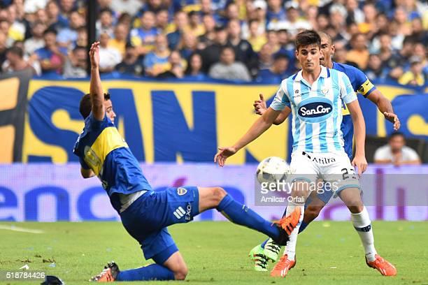 Leonardo Jara of Boca Juniors fights for the ball with Ignacio Pussetto of Atletico Rafaela during a match between Boca Juniors and Atletico Rafaela...