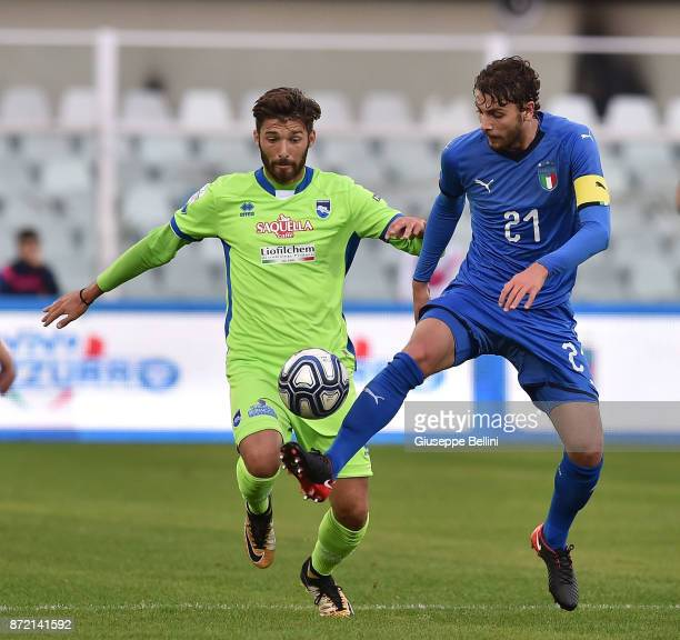 Leonardo Mancuso of Pescara Calcio and Manuel Locatelli of Italy U21 in action during the friendly match between Italy U21 and Pescara Calcio at...