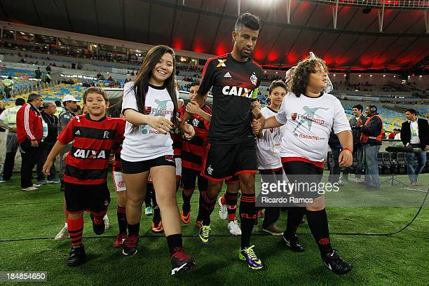 Leonardo Moura of Flamengo before the match between Flamengo and bahia for the Brazilian Series A 2013 at Maracana on October 16 2013 in Rio de...