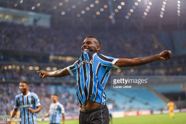 Leonardo of Gremio celebrates the second goal during the match between Gremio and Libertad as part of Copa Conmebol Libertadores 2019 at Arena do...