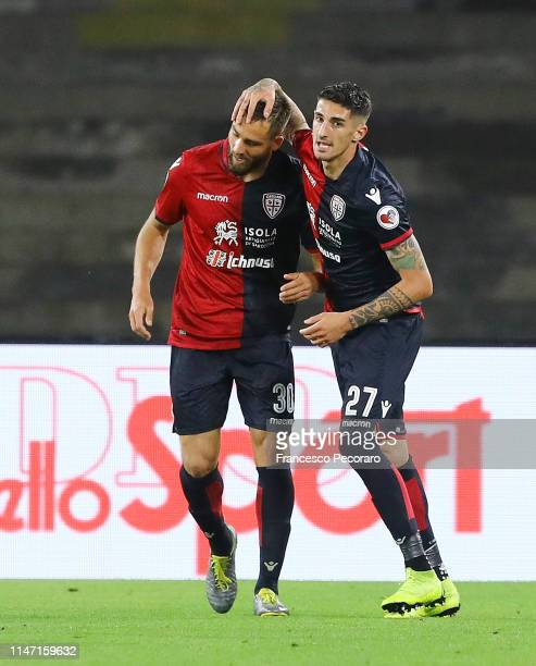 Leonardo Pavoletti and Alessandro Deiola of Cagliari celebrate after the 01 goal scored by Leonardo Pavoletti during the Serie A match between SSC...