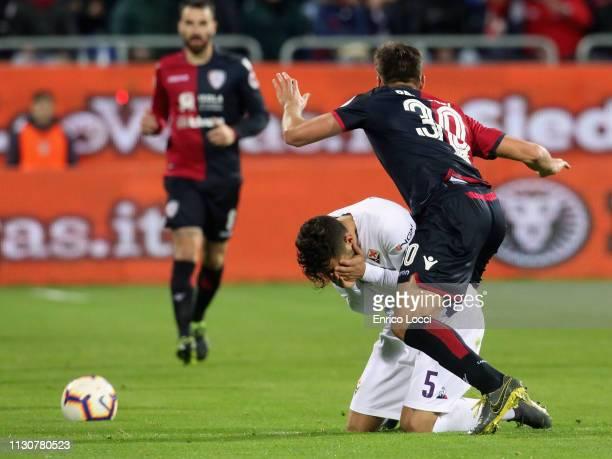 Leonardo Pavoletti of Cagliari and Federico Ceccherini of Fiorentina in contrast during the Serie A match between Cagliari and ACF Fiorentina at...