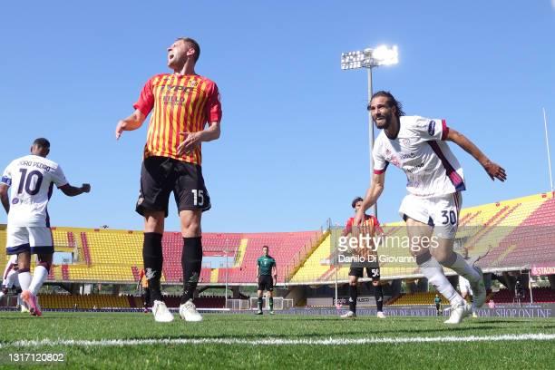 Leonardo Pavoletti of Cagliari Calcio celebrate after scoring a goal during the Serie A match between Benevento Calcio and Cagliari Calcio at Stadio...