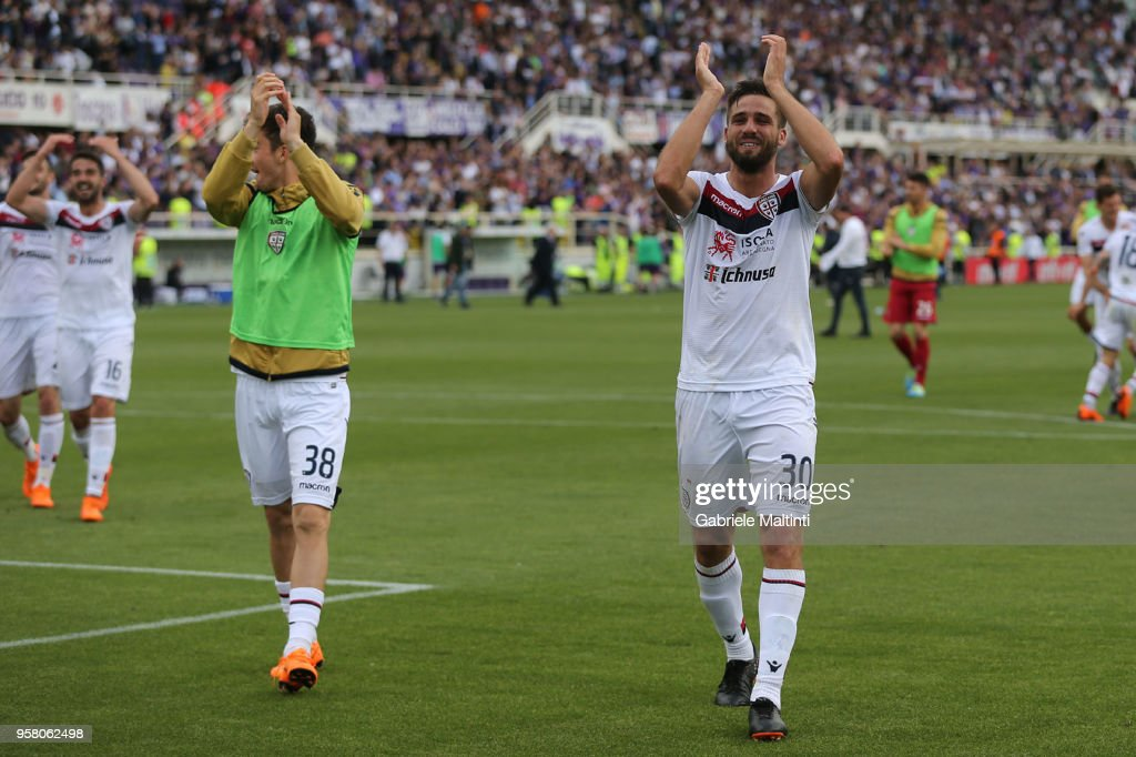 Leonardo Pavoletti of Cagliari Calcio greets fans after the Serie A match during the serie A match between ACF Fiorentina and Cagliari Calcio at Stadio Artemio Franchi on May 13, 2018 in Florence, Italy.