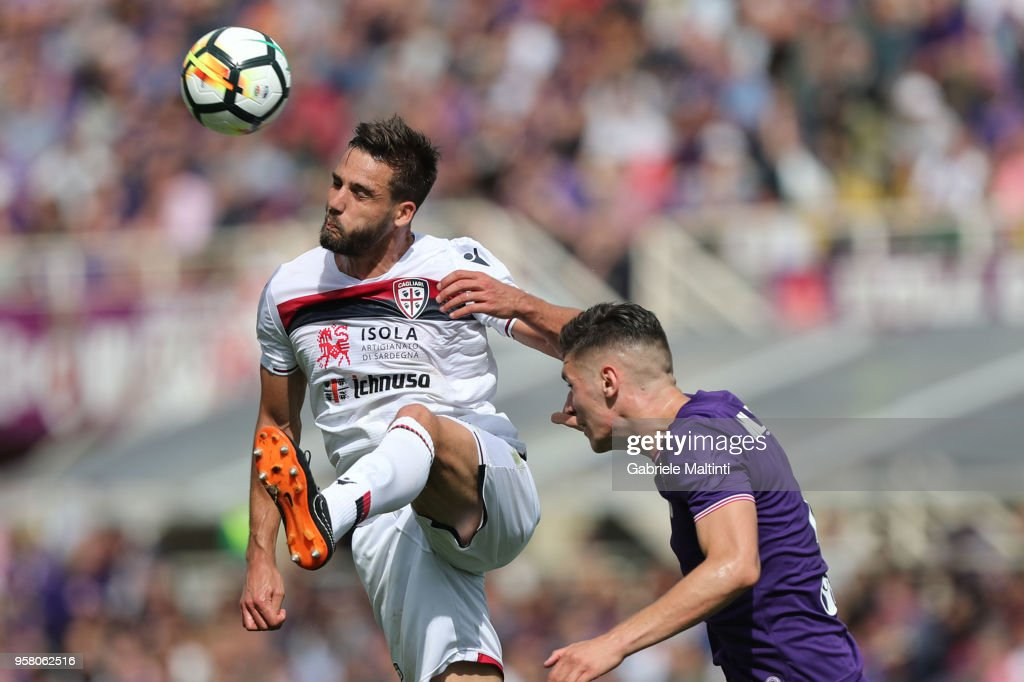 Leonardo Pavoletti of Cagliari Calcio in action during the serie A match between ACF Fiorentina and Cagliari Calcio at Stadio Artemio Franchi on May 13, 2018 in Florence, Italy.