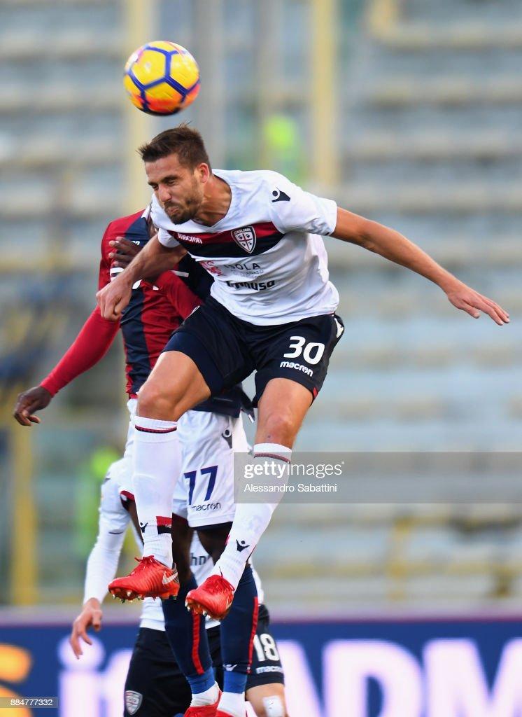 Leonardo Pavoletti of Cagliari Calcio jump for the ball during the Serie A match between Bologna FC and Cagliari Calcio at Stadio Renato Dall'Ara on December 3, 2017 in Bologna, Italy.