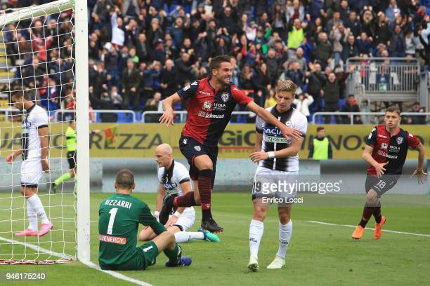 Leonardo Pavoletti of Cagliari celebrates his goa to make itl 11 during the serie A match betweenCagliari Calcio v Udinese Calcio at Stadio Sant'Elia...
