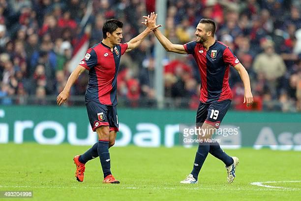 Leonardo Pavoletti of Genoa CFC celebrates after scoring a goal during the Serie A match between Genoa CFC and AC Chievo Verona at Stadio Luigi...