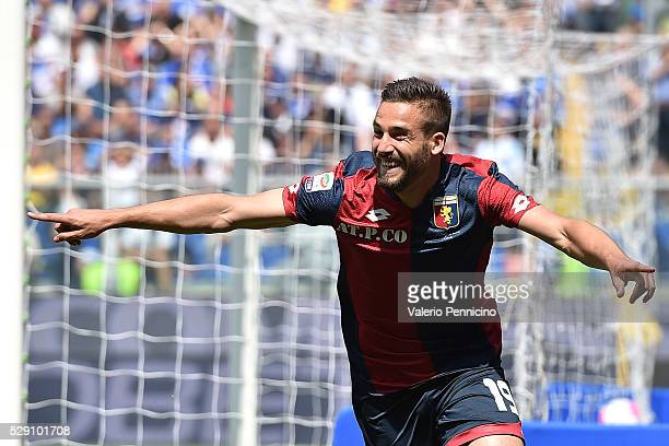 Leonardo Pavoletti of Genoa CFC celebrates after scoring the opening goal during the Serie A match between UC Sampdoria and Genoa CFC at Stadio Luigi...