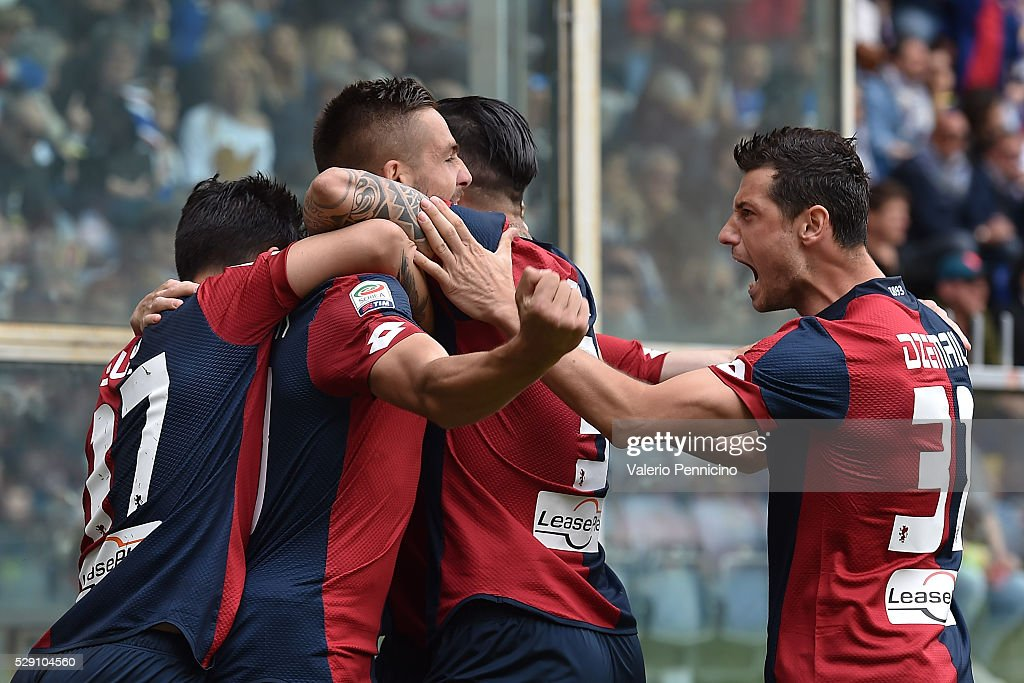Leonardo Pavoletti (C) of Genoa CFC celebrates after scoring the opening goal with team mates during the Serie A match between UC Sampdoria and Genoa CFC at Stadio Luigi Ferraris on May 8, 2016 in Genoa, Italy.