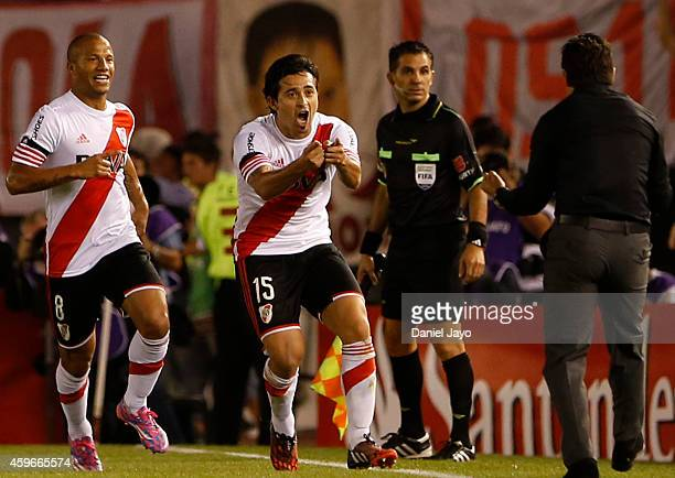 Leonardo Pisculichi of River Plate celebrates with Marcelo Gallardo coach of River Plate and Carlos Sanchez after scoring during a second leg...