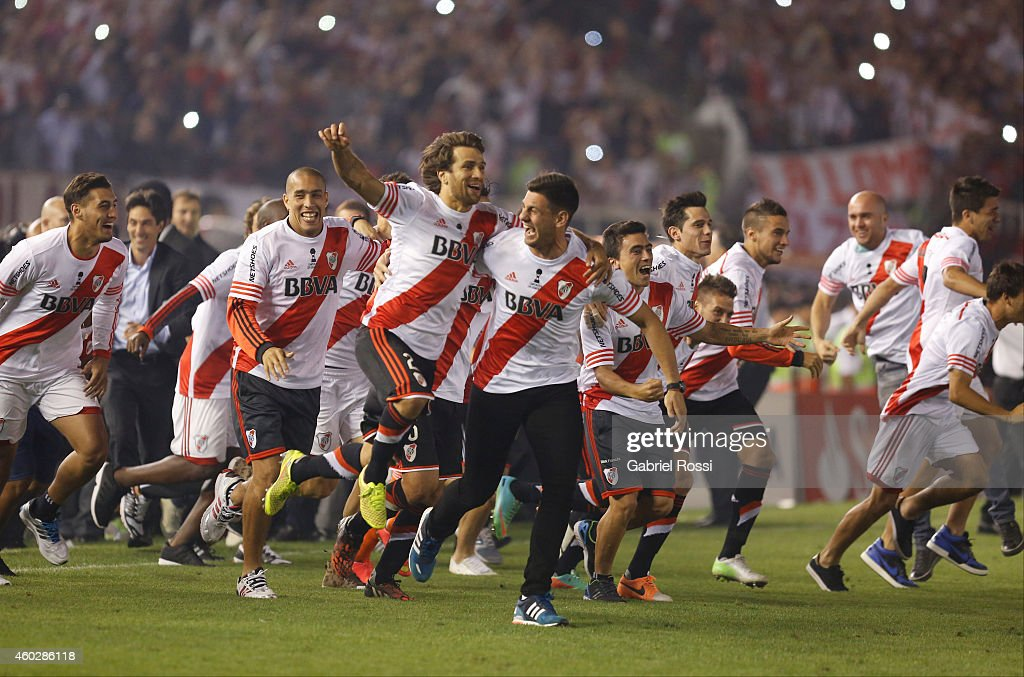 Leonardo Ponzio of River Plate celebrates with teammates after winning the second leg final match between River Plate and Atletico Nacional as part of Copa Total Sudamericana 2014 at Antonio Vespucio Liberti Stadium on December 10, 2014 in Buenos Aires, Argetina.