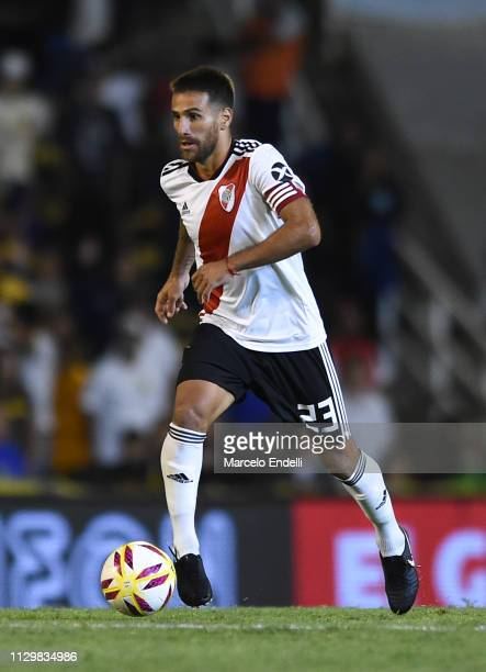 Leonardo Ponzio of River Plate drives the ball during a match between Rosario Central and River Plate as part of Superliga 2018/19 at Estadio Gigante...