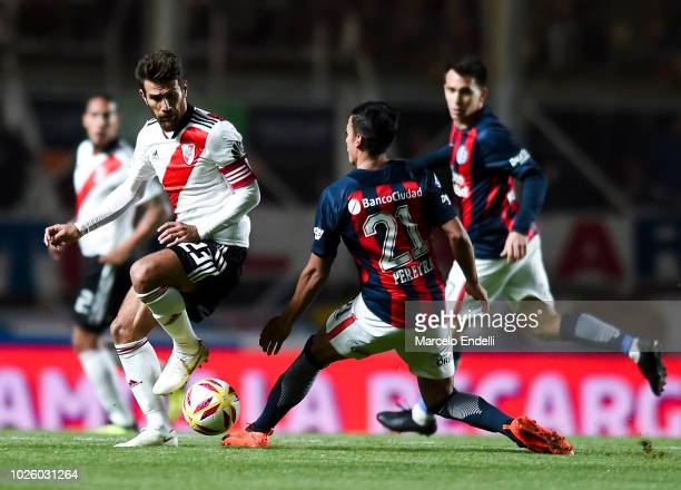 Leonardo Ponzio of River Plate fights for the ball with Ezequiel Pereyra of San Lorenzo during a match between San Lorenzo and River Plate as part of...