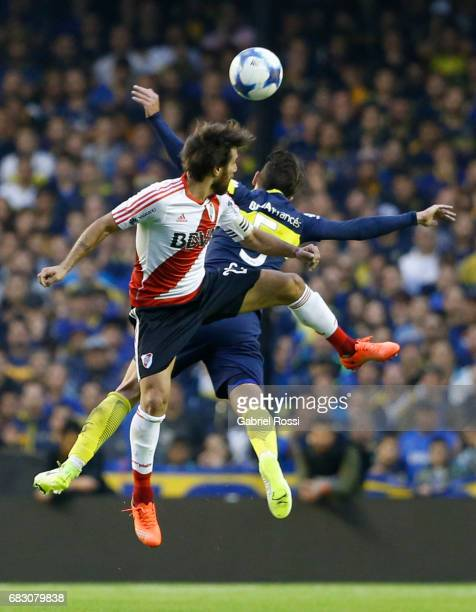 Leonardo Ponzio of River Plate fights for the ball with Fernando Gago of Boca Juniors during a match between Boca Juniors and River Plate as part of...
