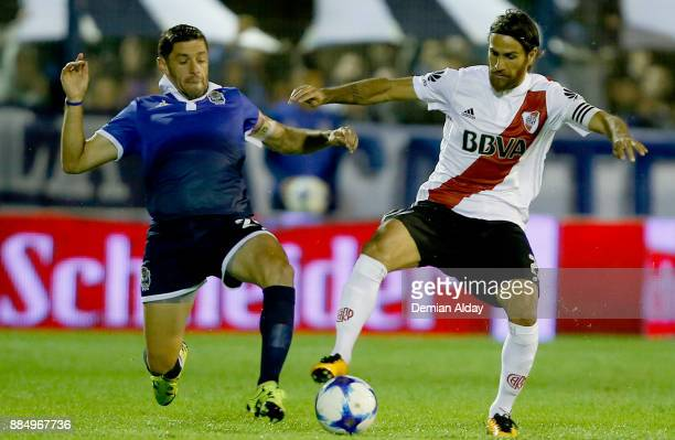 Leonardo Ponzio of River Plate fights for the ball with Lucas Licht of Gimnasia y Esgrima during a match between Gimnasia y Esgrima La Plata and...