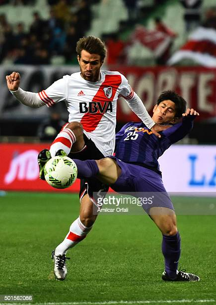 Leonardo Ponzio of River Plate fights for the ball with Yusuke Chajima of Sanfrecce Hiroshima during the FIFA Club World Cup semi final match between...