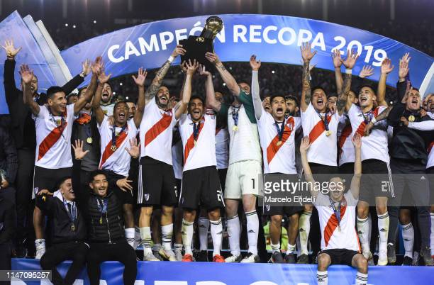 Leonardo Ponzio of River Plate lifts the trophy with teammates after winning the CONMEBOL Recopa Sudamericana 2019 against Athletico Paranaense at...