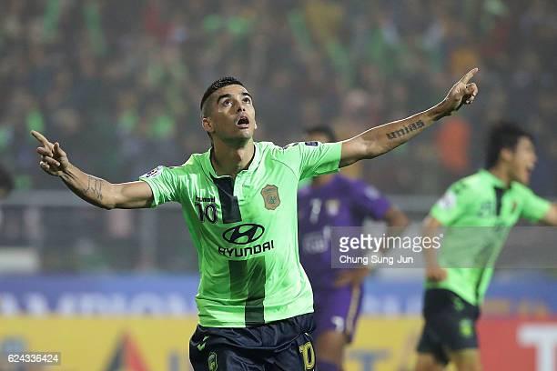 Leonardo Rodrigues Pereira of Jeonbuk Hyundai Motor celebrates after score a goal during the AFC Champions League Final 2016 1st leg match between...
